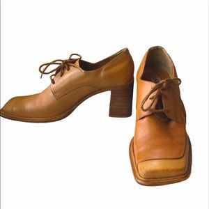 Sam and Libby vintage tan block heals size 7.5